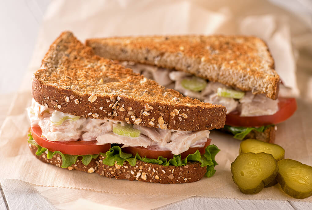 Сэндвич с тунцом и авокадо